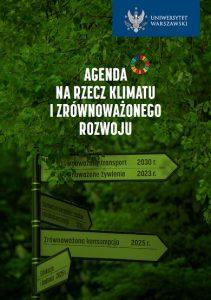 Pierwsza strona agendy na rzecz klimatu i zrównoważonego rozwoju. Tło stanowią liście drzewa. Widoczne zielone drogowskazy z datami realizacji celów. Logo UW z napisem Uniwersytet Warszawski